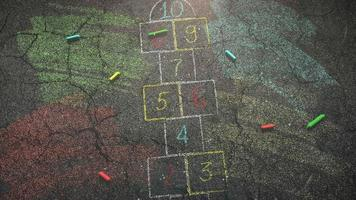 closeup giz colorido na rua, fundo escolar do tema educação video