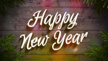 closeup animado texto de feliz ano novo, guirlanda colorida e galho de Natal verde em fundo de madeira