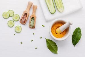 artículos para el cuidado de la piel a base de hierbas foto