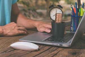 Make money online through a notebook computer