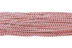 Diferentes cuerdas conectadas aislado sobre un fondo blanco.