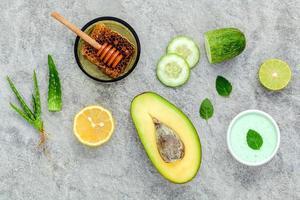 ingredientes orgánicos frescos para el cuidado de la piel foto