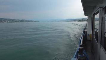 uitzicht op het meer van Zürich vanaf het schip, zwitserland