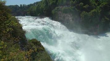 vista da cachoeira do Reno cai em Schaffhausen, Suíça