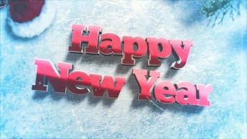 geanimeerde tekst van het close-up gelukkige nieuwe jaar, groene boomtakken en speelgoed op sneeuwachtergrond video