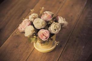 flores en una mesa foto