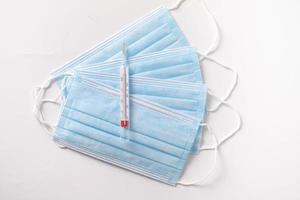 mascarillas quirúrgicas con termómetro foto