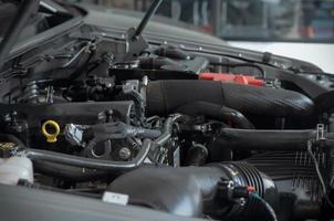 vista lateral del motor de un coche foto
