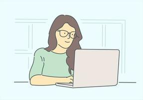 negocio, mujer gerente en concepto de oficina. Joven empresaria sonriente feliz personaje de dibujos animados de oficinista sentado en la mesa de trabajo con ordenador portátil. jefe líder de la empresa. vector
