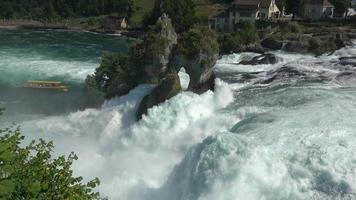ver cachoeira nas cataratas do Reno em Schaffhausen, Suíça