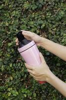 taza de viaje rosa