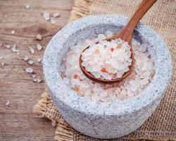 Himalayan sea salt in mortar and spoon