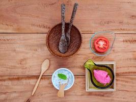 exfoliante de tomate para el cuidado de la piel alternativo foto
