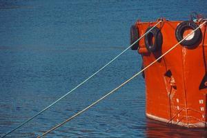 barco en el puerto marítimo foto