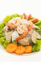 Ensalada de fideos picantes con mariscos, estilo tailandés