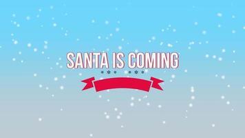 geanimeerde close-up santa komt tekst en vliegen witte sneeuwvlokken op sneeuw blauwe achtergrond met kleurovergang video