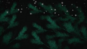 geanimeerde groene de boomtakken van close-upkerstmis op winterlandschap, vakantieachtergrond video