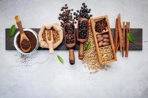 Vista superior del café tostado y sabores. foto