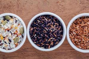 tazones de arroz integral foto