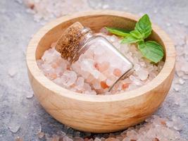 tazón de sal rosa del himalaya foto