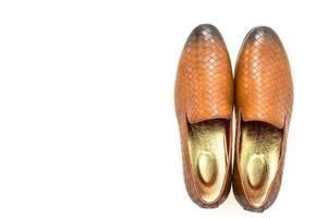 zapatos de cuero sobre fondo blanco