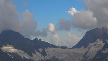 bekijk bergen scènes in nationaal park Dombai, Kaukasus, Rusland, Europa