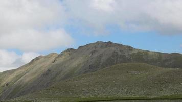 Voir des scènes de montagnes dans le parc national de Dombai, Caucase, Russie, Europe