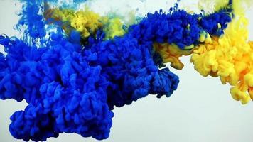 respingos de tinta colorida debaixo d'água video