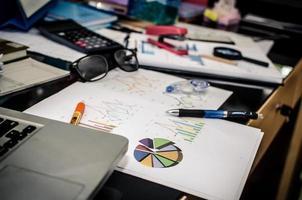 escritorio desordenado foto