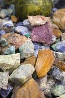 piedras preciosas crudas foto