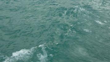 ver ondas de movimento na água video