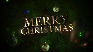 geanimeerde tekst van close-up vrolijke kerst, kleurrijke ballen en groene boomtakken