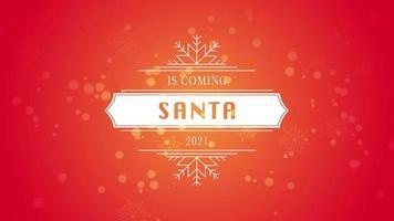 Papai Noel animado está chegando e texto 2021, floco de neve branco e glitter em fundo vermelho neve