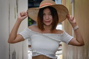 mujer con sombrero foto