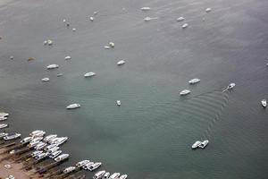 superficie de aguas tranquilas foto