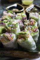 rollitos de primavera de vegetales frescos saludables