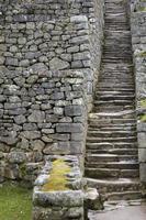 Escaleras de piedra en machu picchu, perú foto