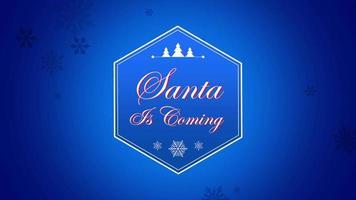 animerad närbild santa kommer text och snöflinga med träd på snöblå bakgrund