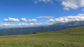ver cenas de montanhas no parque nacional de dombai, cáucaso, rússia, europa