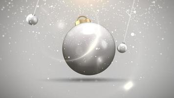 Bolas de movimiento de primer plano animado y copos de nieve sobre fondo blanco.
