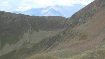 bekijk bergen scènes in nationaal park Dombay, Kaukasus, Rusland, Europa