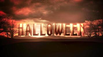 animação texto halloween e animação mística fundo de halloween com nuvens escuras. e montanhas