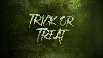 Truco o trato de texto de animación en místico sobre fondo de terror místico con sangre oscura