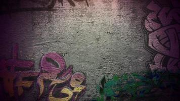 panorama della parete del grunge di edificio sulla strada in una giornata estiva video