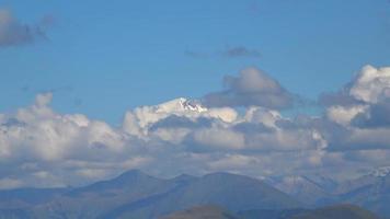 bekijk berg elbrus scènes in nationaal park Dombai, Kaukasus, Rusland, Europa