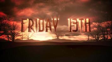 Animationstext Freitag 13. und mystische Animation Halloween Hintergrund mit dunklen Wolken und Bergen