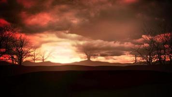 animação mística fundo de halloween com nuvens escuras e montanhas, pano de fundo abstrato