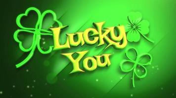 animação closeup sorte você texto e movimento pequenos trevos verdes com brilhos no fundo verde de São Patrício