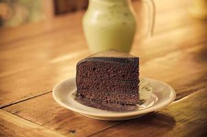 pastel de chocolate en una mesa