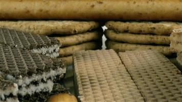 foto de boneca de uma pilha de biscoitos frescos variados